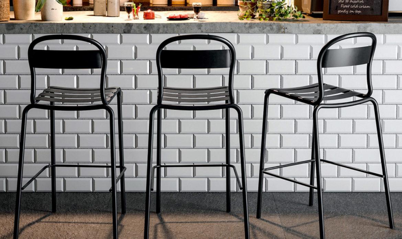 Come migliorare il servizio di bar e ristoranti con sgabelli e tavolini alti