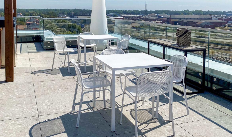 Come arredare un rooftop bar spettacolare