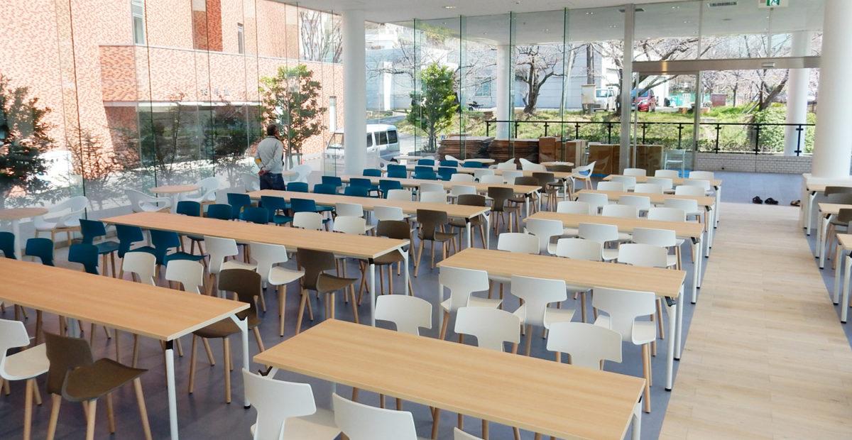 Sedute Colos per una mensa universitaria in Giappone